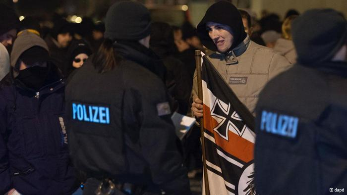 Dresden stands up to neo-Nazi march | Germany | DW.DE | 14.02.2012